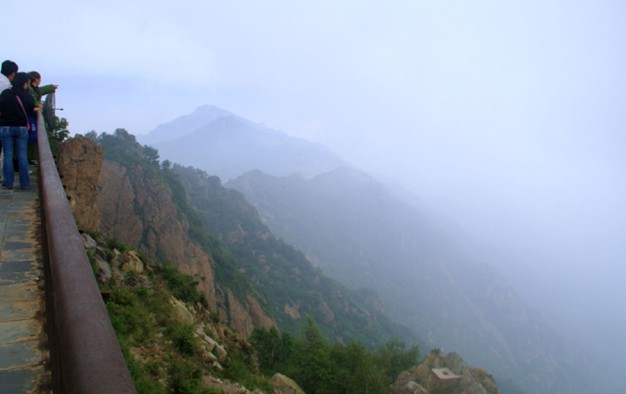 鱼古洞自然风景区(佛洞塔景区)是野三坡七大风景区之一,是以奇泉怪